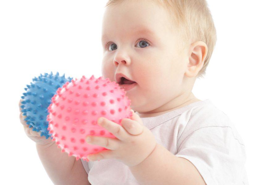 Habilidades de motricidad fina y el primer año de tu bebé