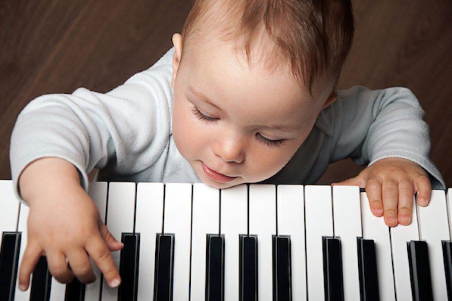 Los profundos efectos de la música en los niños pequeños