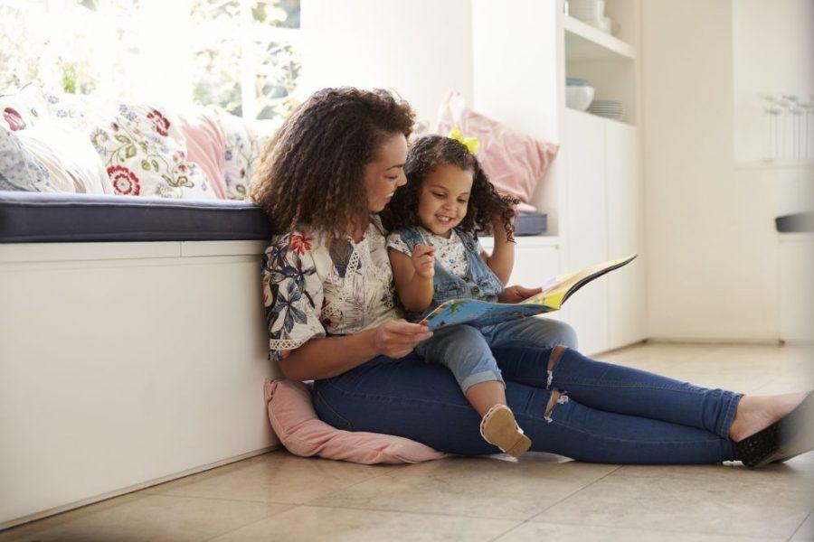 Beneficios de leerle a tu pequeño entre los 12-36 meses