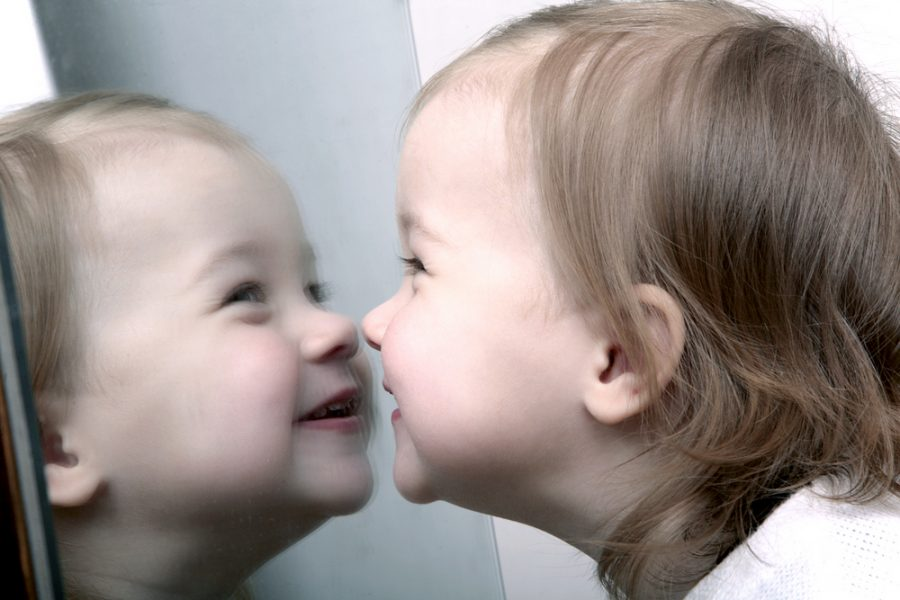 ¿Por qué los espejos son buenos para el desarrollo de tu bebé?