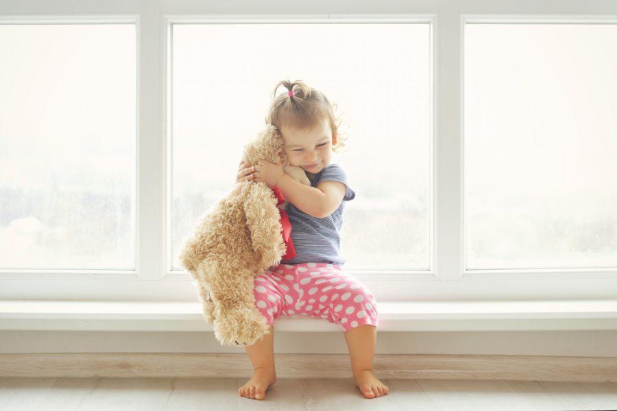 Objetos transicionales: Cómo el peluche favorito de tu niño promueve el desarrollo social emocional