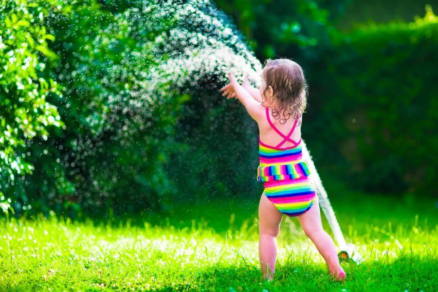 ¡A mojarse! Los beneficios de jugar en el agua
