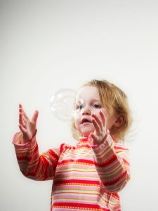 How bubbles support gross motor skills